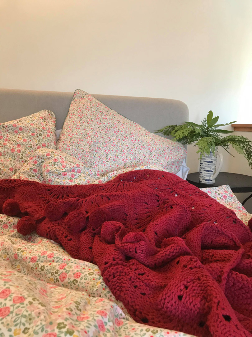 Red and floral bedding | Hotel in the Highlands